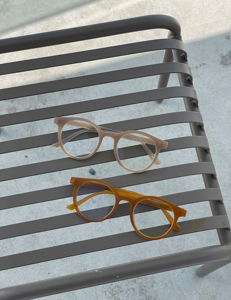 Neutral moment glasses